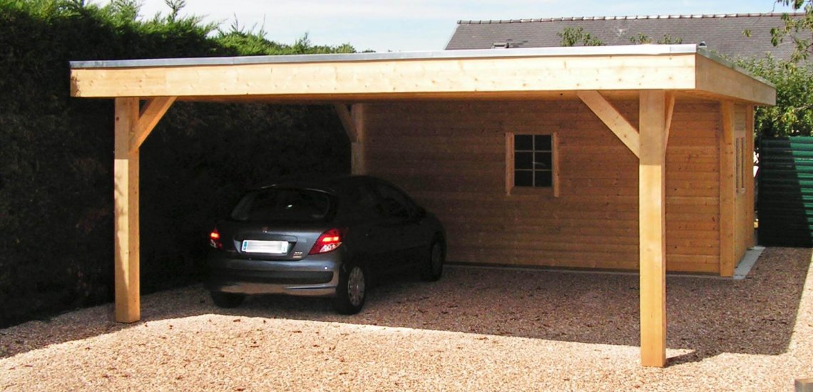 Carport en bois avec toit plat et annexe