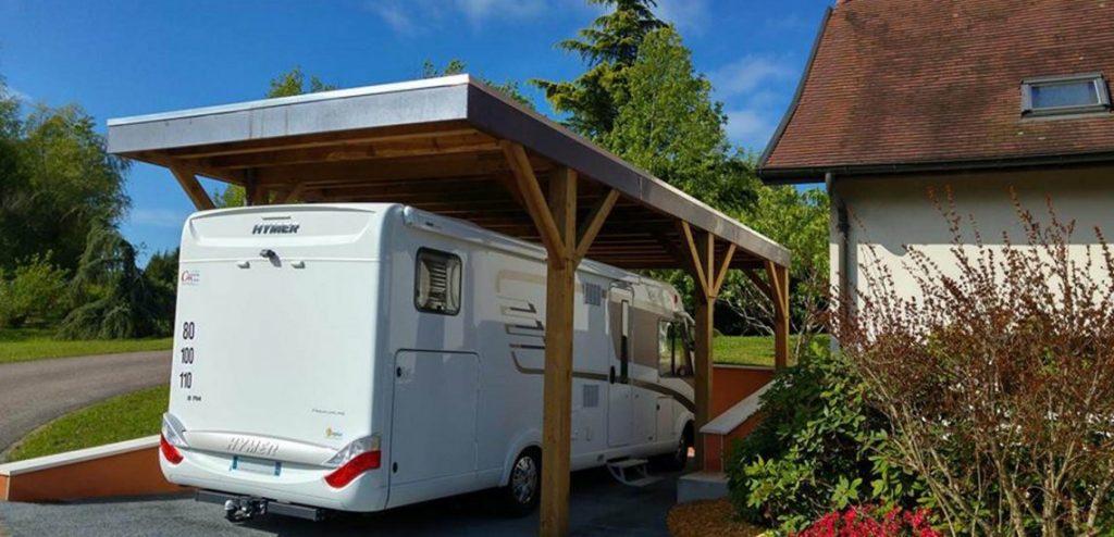 Carport en bois pour camping car avec toit plat
