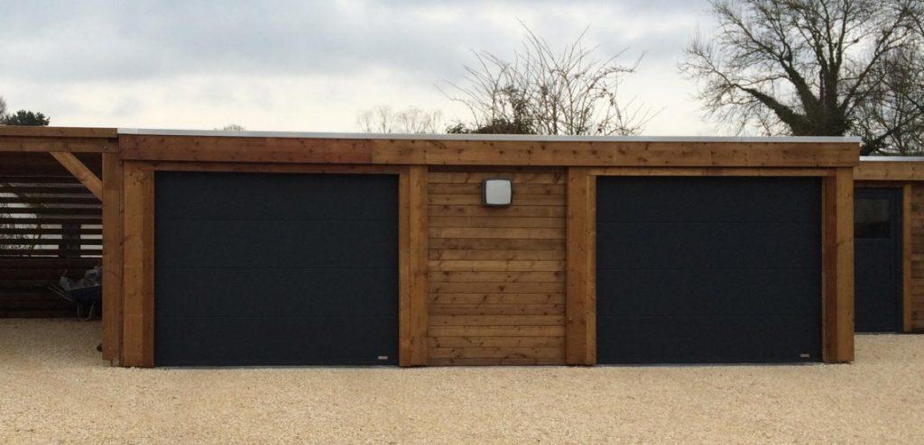 Garage en bois pour voiture avec toit plat